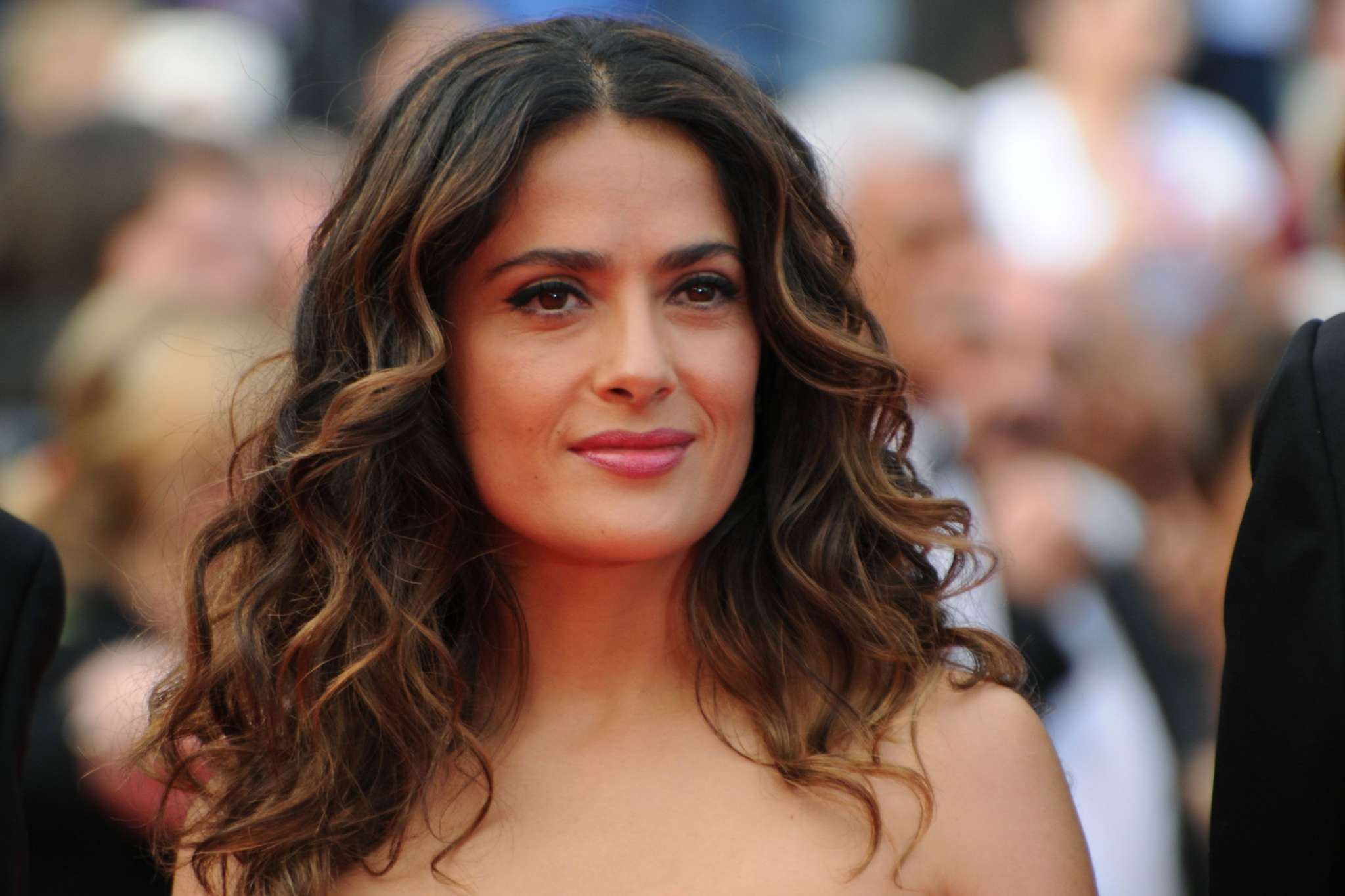 """""""salma-hayek-does-yoga-in-cocktail-dress-and-heels-and-fans-are-confused"""""""