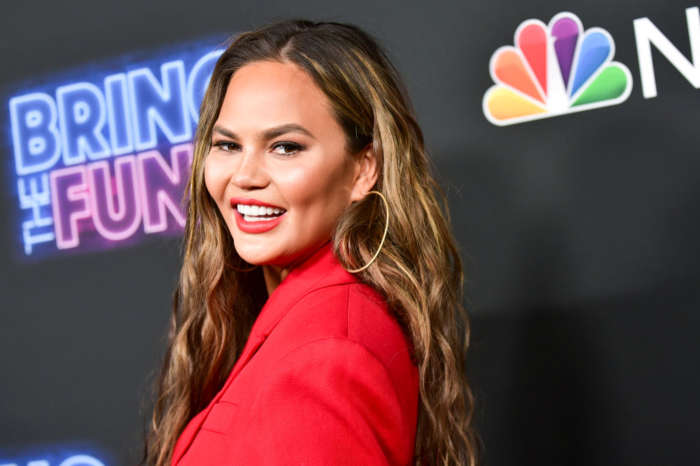 Chrissy Teigen Accused Of Stealing Famous Banana Bread Recipe!
