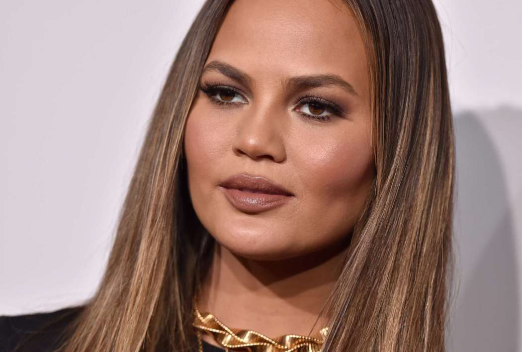 """chrissy-teigen-calls-for-the-new-york-times-to-bring-back-alison-romans-column"""
