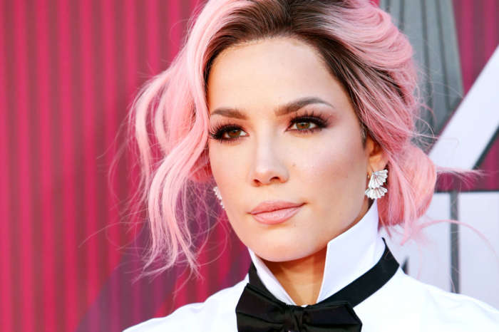 Halsey Puts Her Cute Freckles On Display In No-Makeup Selfies To Remind People What She 'Really Looks Like!'