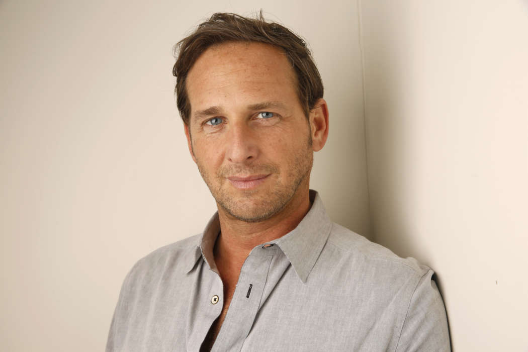 """josh-lucas-ex-wife-says-he-cheated-on-her-on-twitter"""