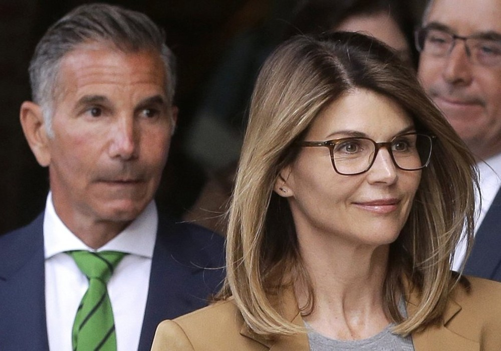 """lori-loughlin-mossimo-giannulli-will-plead-guilty-in-the-college-admission-scandal-how-much-time-will-they-spend-in-prison"""