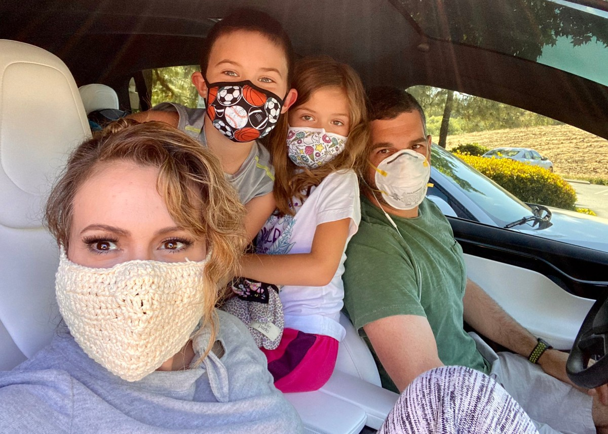 """""""alyssa-milano-wore-a-crochet-coronavirus-mask-and-people-are-roasting-her-for-it"""""""
