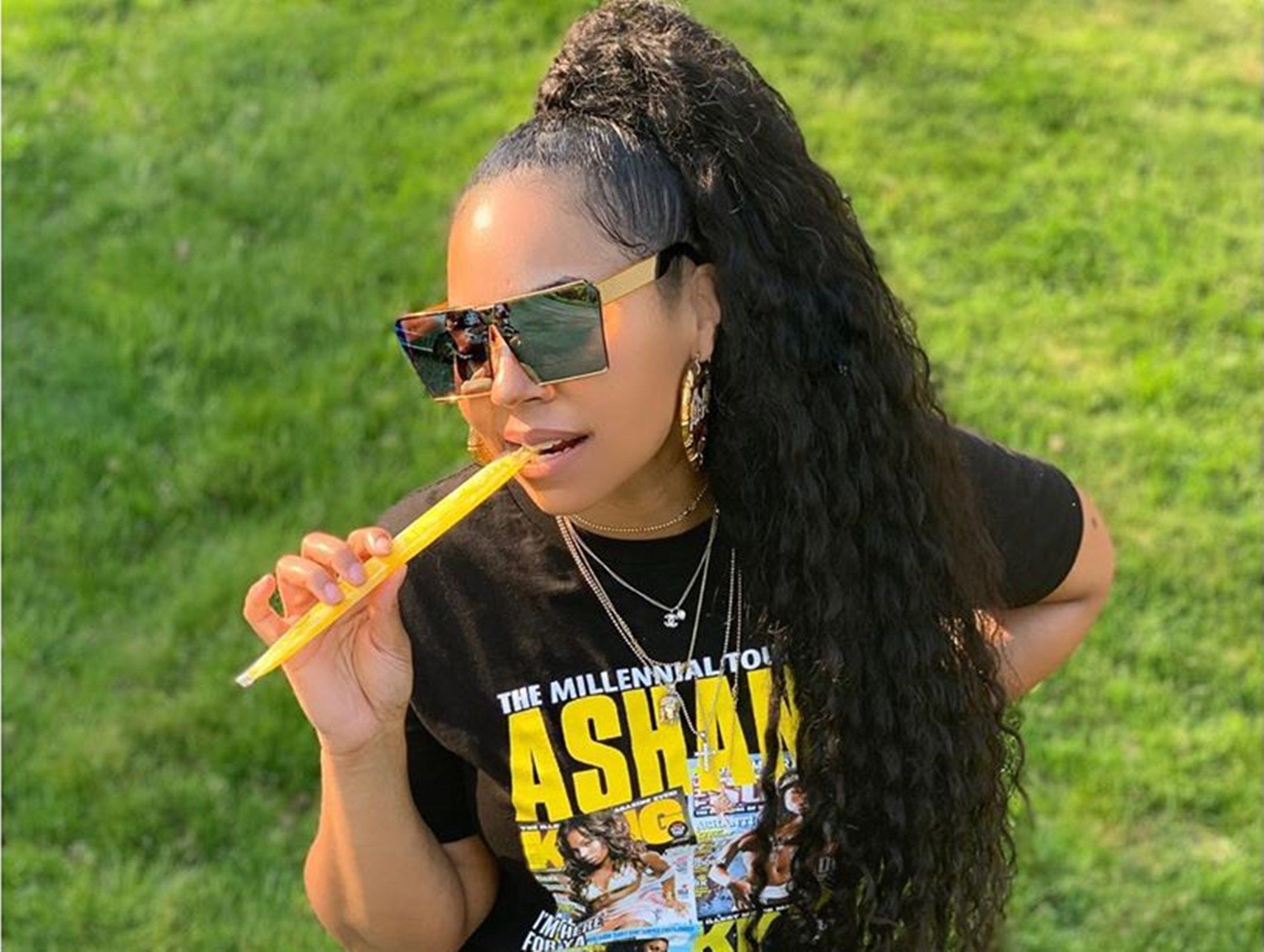"""ashanti-flaunts-her-epic-leg-game-in-new-photo-fans-understand-why-rapper-maino-nearly-lost-his-mind-when-she-rejected-him-and-kept-things-in-the-friend-zone"""