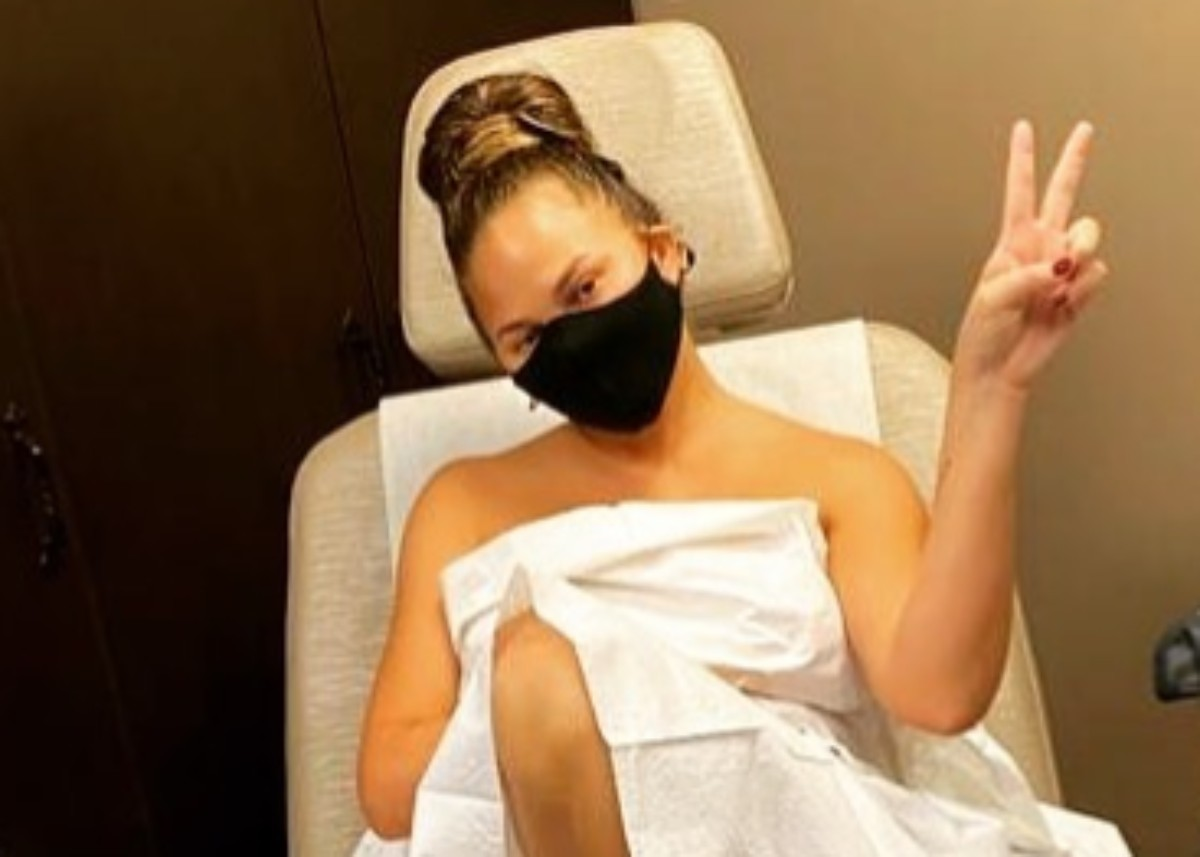 """""""chrissy-teigen-gets-candid-about-pap-smears-and-breast-exams-as-she-shares-photo-from-gynecologists-office"""""""