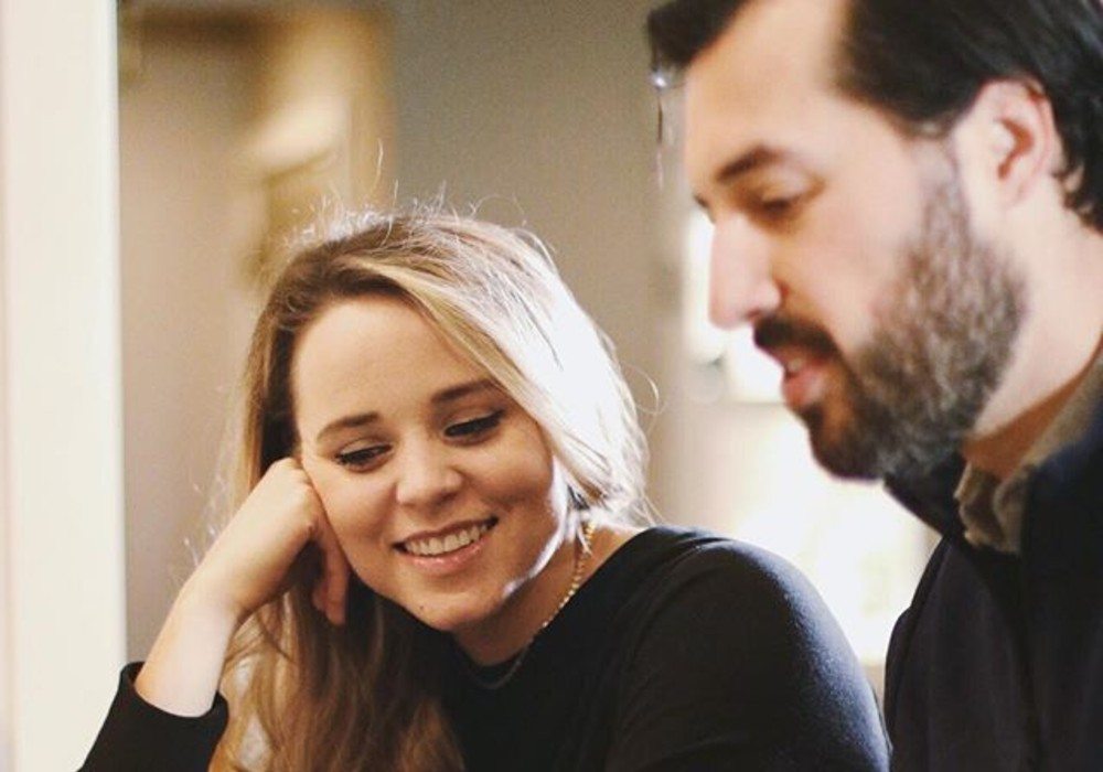 Counting On - Jinger Duggar & Jeremy Vuolo Pack On The PDA In New Instagram Post About One Of Her Favorite Stories