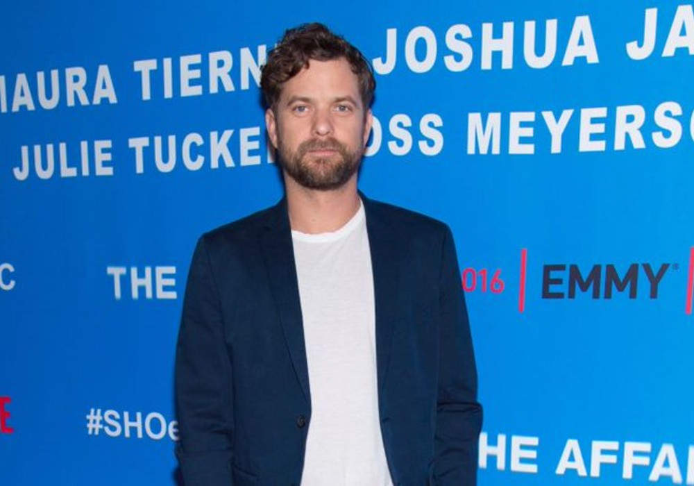 Joshua Jackson Thanks These Two 'Supermoms' For Helping Him Prepare For Fatherhood