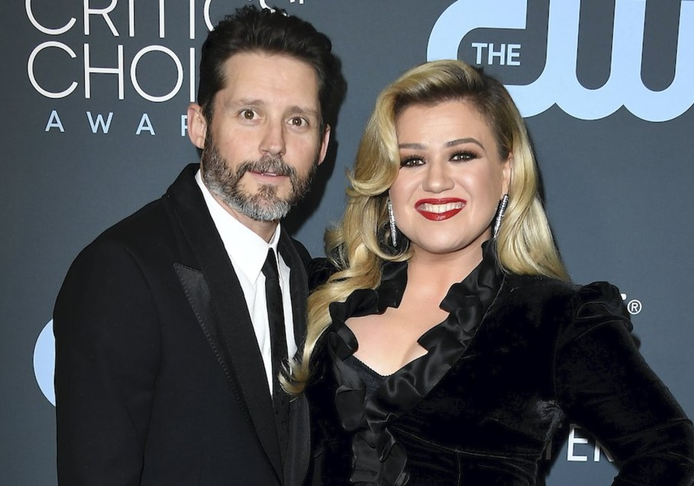 Kelly Clarkson Spotted Sans Wedding Ring After Filing For Divorce From Brandon Blackstock