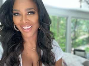 Kenya Moore Puts Her Killer Curves On Display In Sizzling Photo While Cleverly Staying Away From The Political Unrest By Doing This