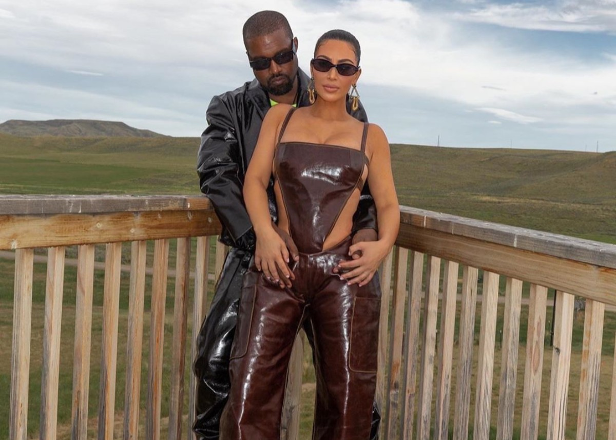 kanye-west-proudly-flashes-wedding-ring-as-both-he-and-kim-kardashian-reach-billionaire-status