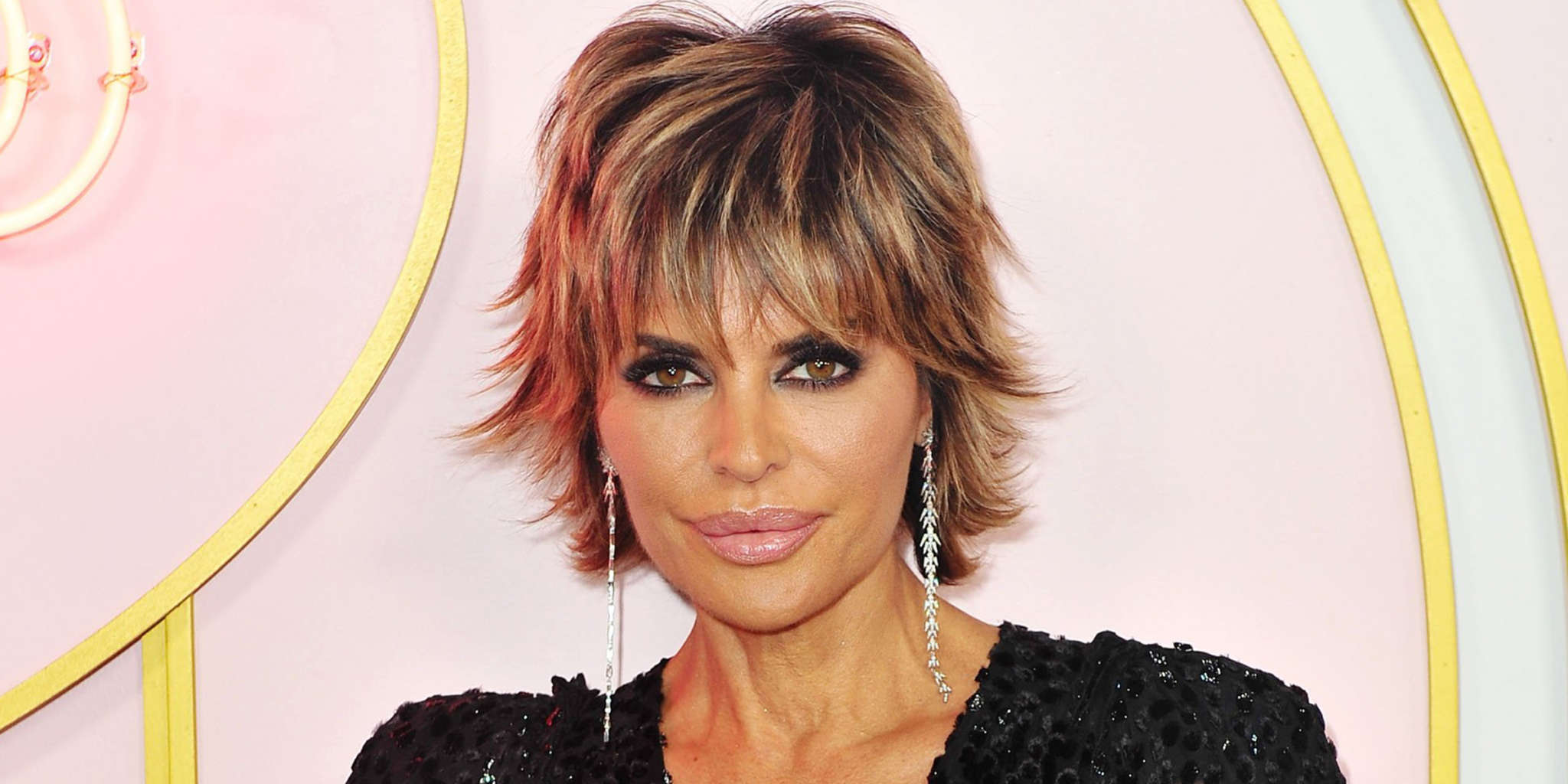 """""""lisa-rinna-seems-to-shade-denise-richards-with-new-pics-from-rome-cast-trip-after-brandi-glanville-posts-pic-of-them-kissing"""""""