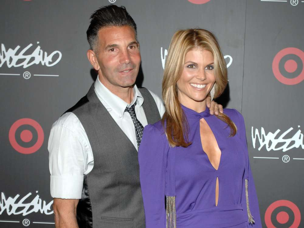 lori-loughlin-and-mossimo-giannulli-booted-from-their-country-club
