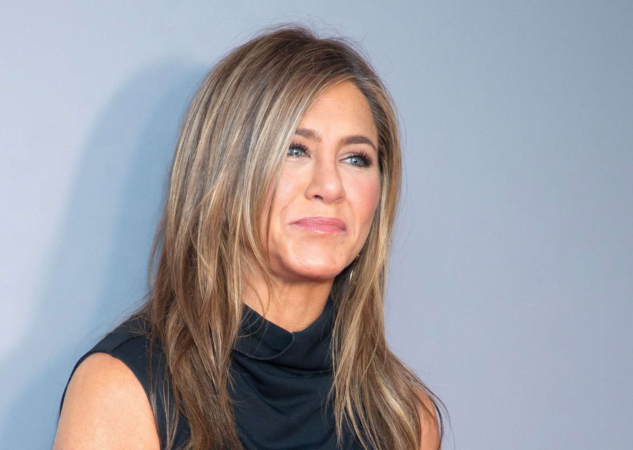 jennifer-aniston-reveals-she-likes-to-re-watch-friends-episodes-and-bloopers