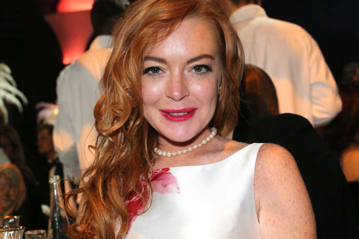 Lindsay Lohan Shows Off Her Fit Body In New Fitness Pic And Fans Are Very Impressed!