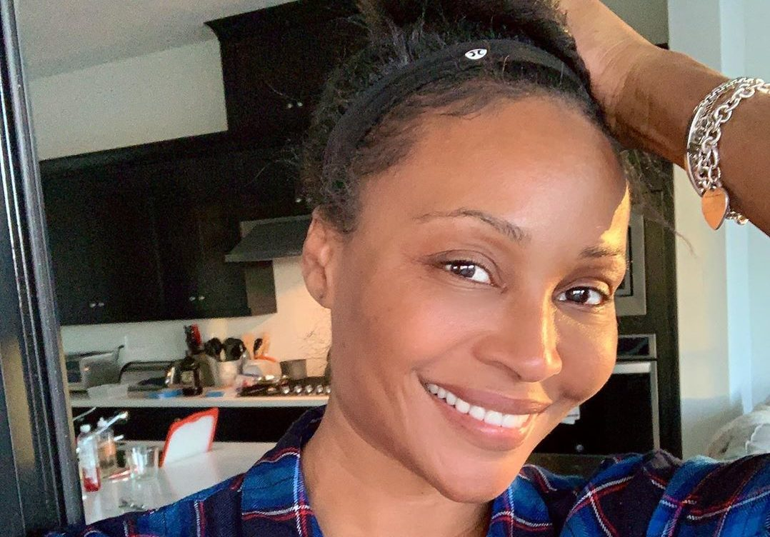 Cynthia Bailey Poses With Her Sister, Mal At The Pool