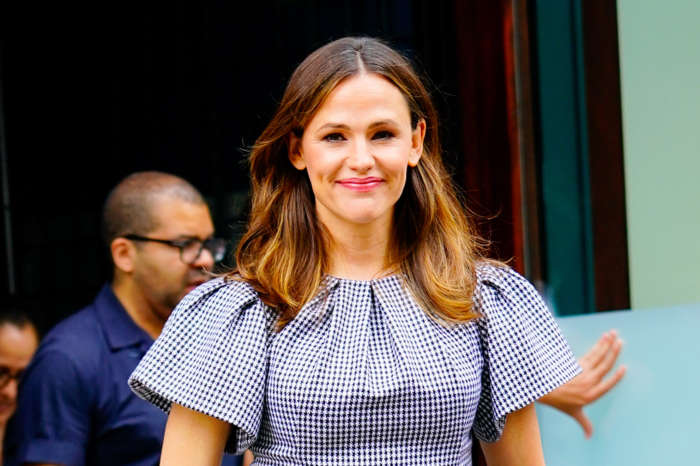 Jennifer Garner Reminds American Citizens That This Is 'The Most Important Election Of Our Time' - 'Go Vote!'