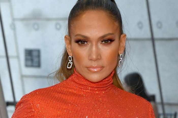 Jennifer Lopez Shows Off Her Six-Pack Abs And Toned Legs During Bike Ride With Pals