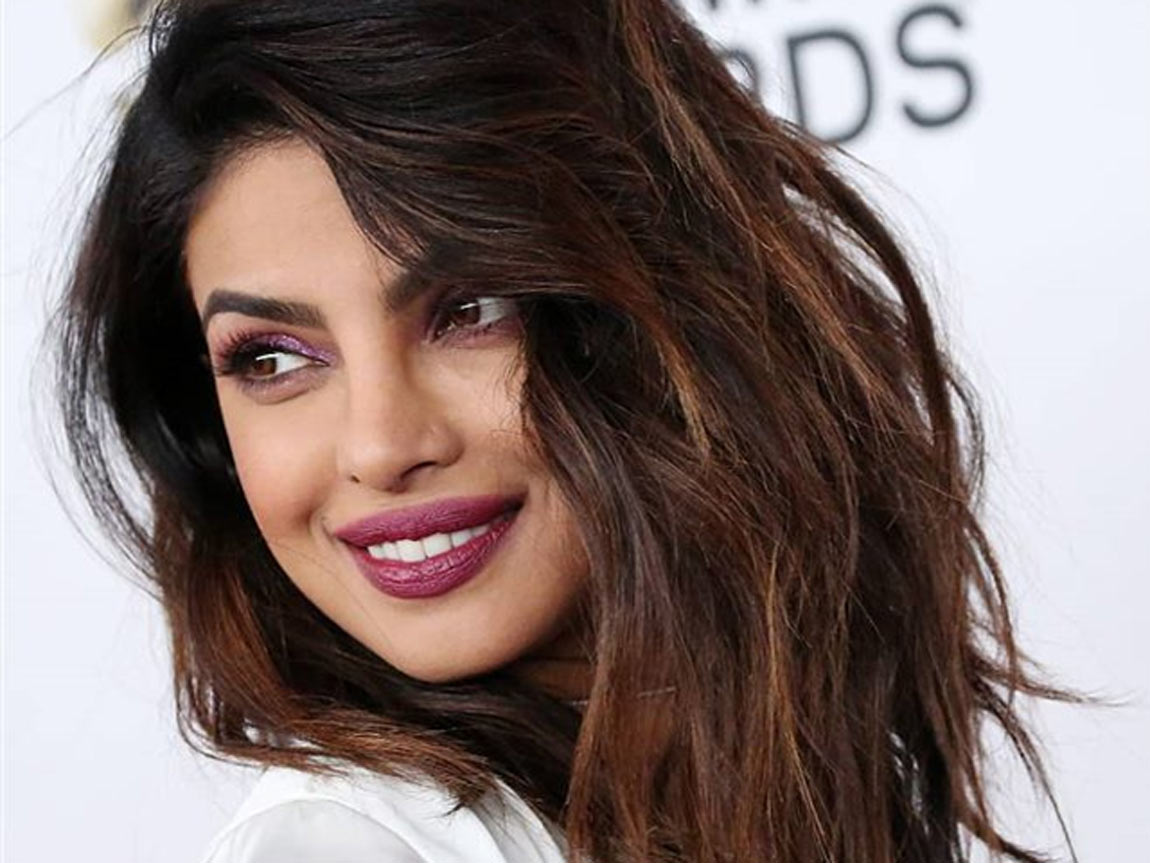 """""""priyanka-chopra-opens-up-about-her-quarantine-interests-cocktails-hosting-brunches-and-learning-instruments"""""""