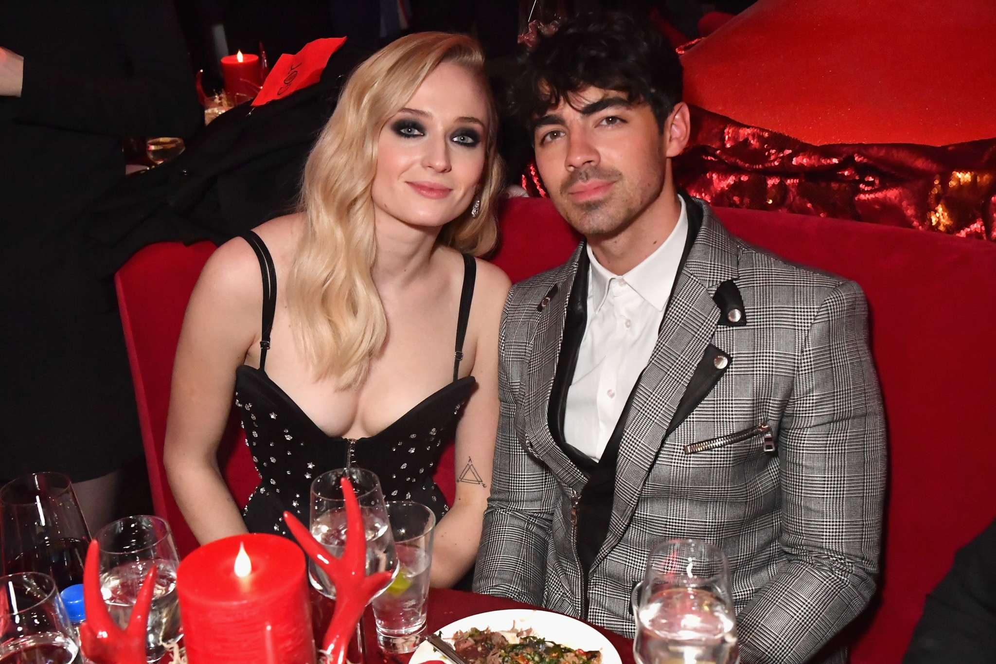 joe-jonas-and-sophie-turner-reportedly-only-letting-close-family-around-their-newborn-heres-why-theyre-extremely-cautious