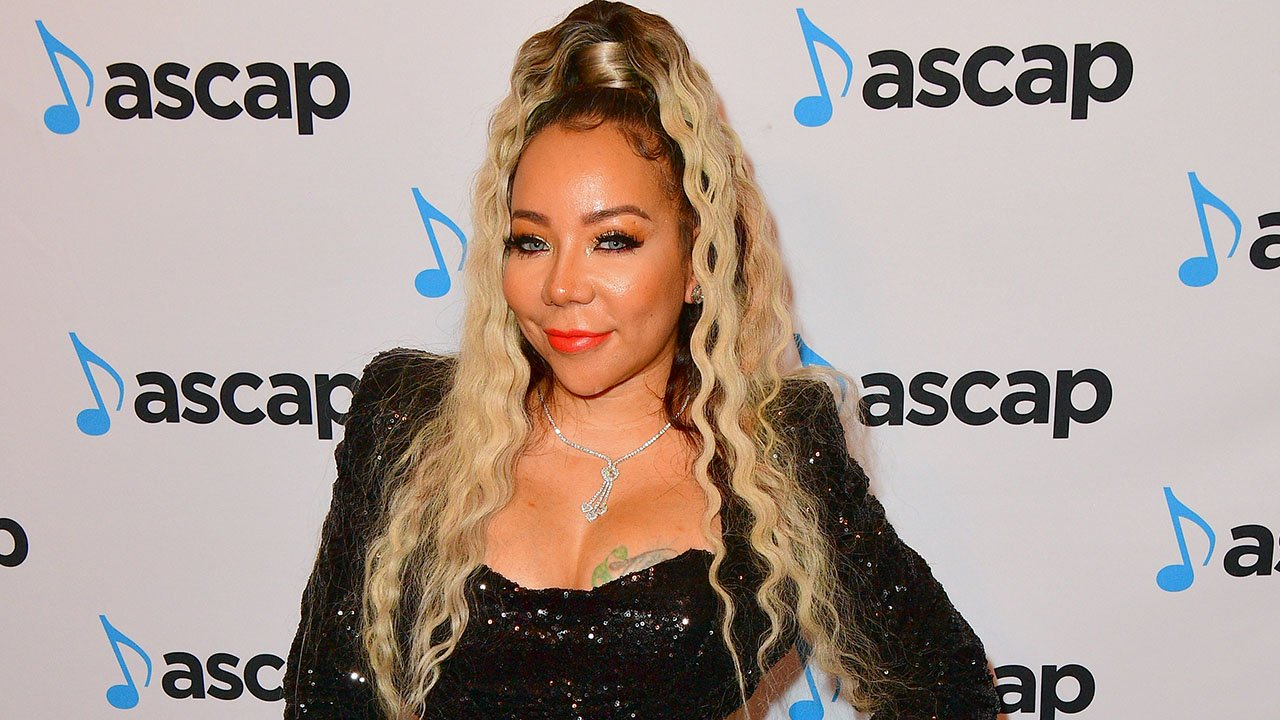 tiny-harris-gushes-over-latocha-on-stage-see-her-video