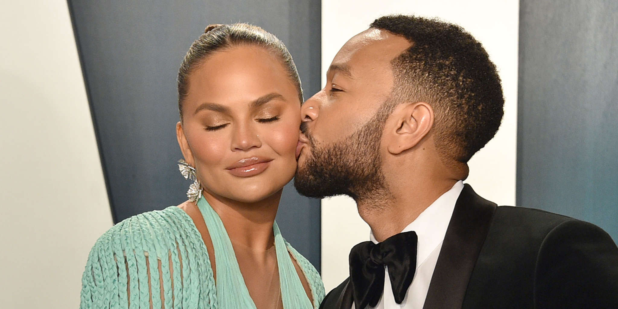 chrissy-teigen-claps-back-at-hater-threatening-and-insulting-her