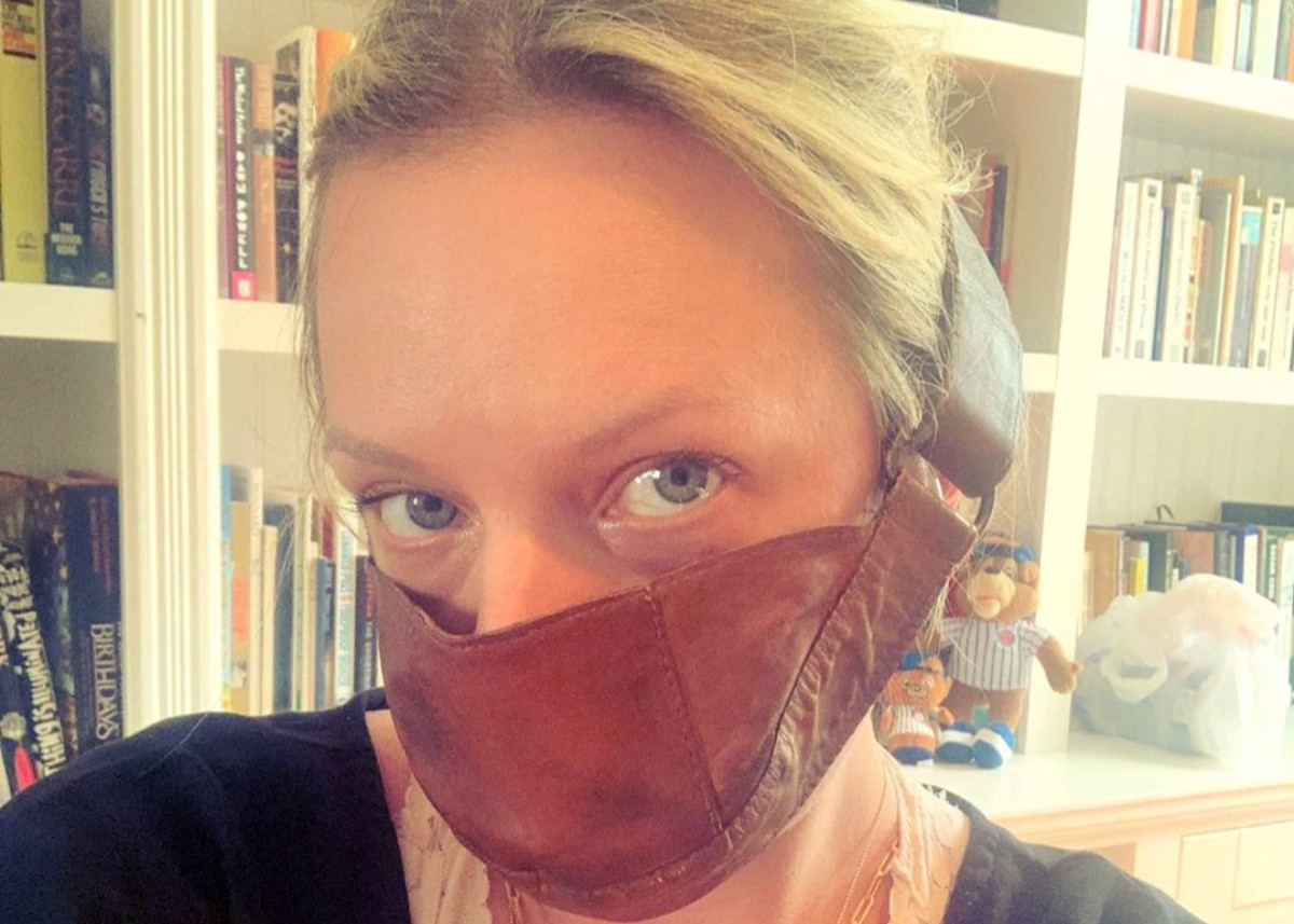 elisabeth-moss-poses-in-her-handmaids-tale-face-mask-amid-coronavirus-pandemic