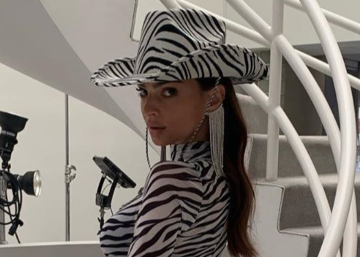 emily-ratajkowski-shows-off-her-wild-side-in-sheer-zebra-print-mini-dress