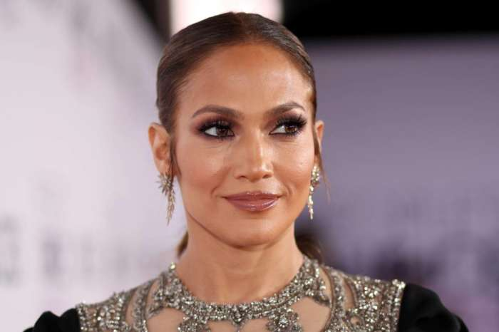 Jennifer Lopez Stuns In 'Morning Face' Pic Showing Off Her Natural Beauty