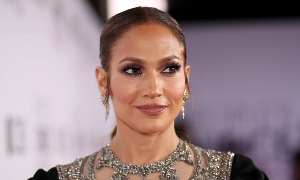 """""""jennifer-lopez-stuns-in-morning-face-pic-showing-off-her-natural-beauty"""""""