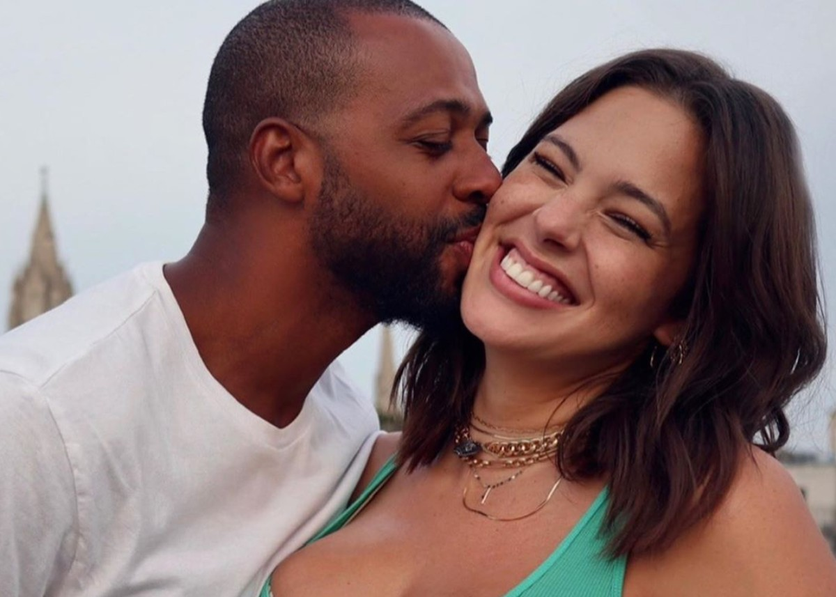 ashley-graham-and-justin-ervin-celebrate-ten-years-of-marriage-but-look-like-newlyweds-in-new-photos