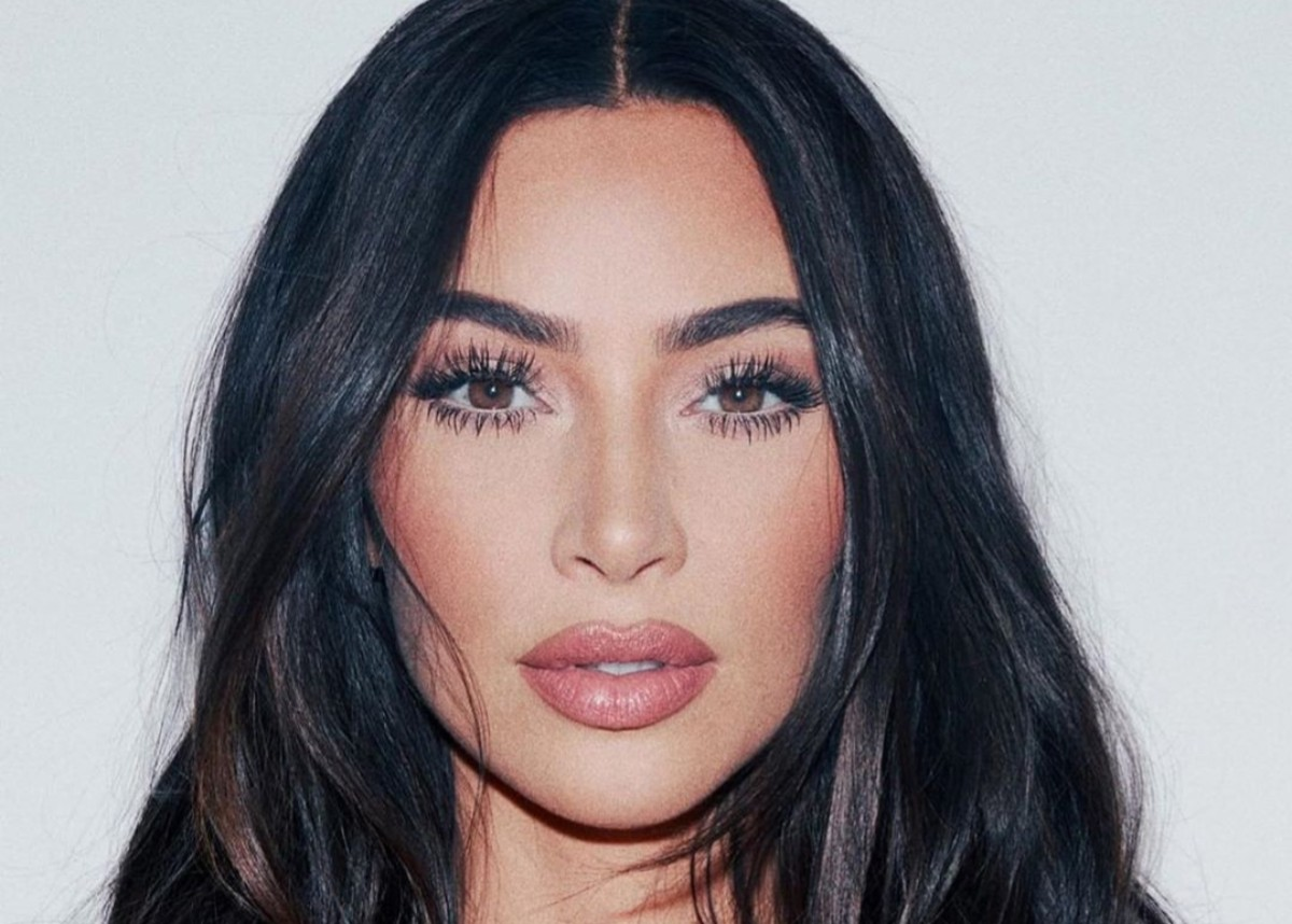 Kim Kardashian Is Gorgeous In This Shirt — See The Photos   Celebrity  Insider