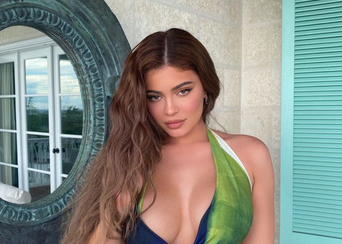 """""""kylie-jenner-flaunts-beach-body-in-two-piece-bathing-suit-wears-7000-diamond-earrings-while-in-turks-and-caicos"""""""