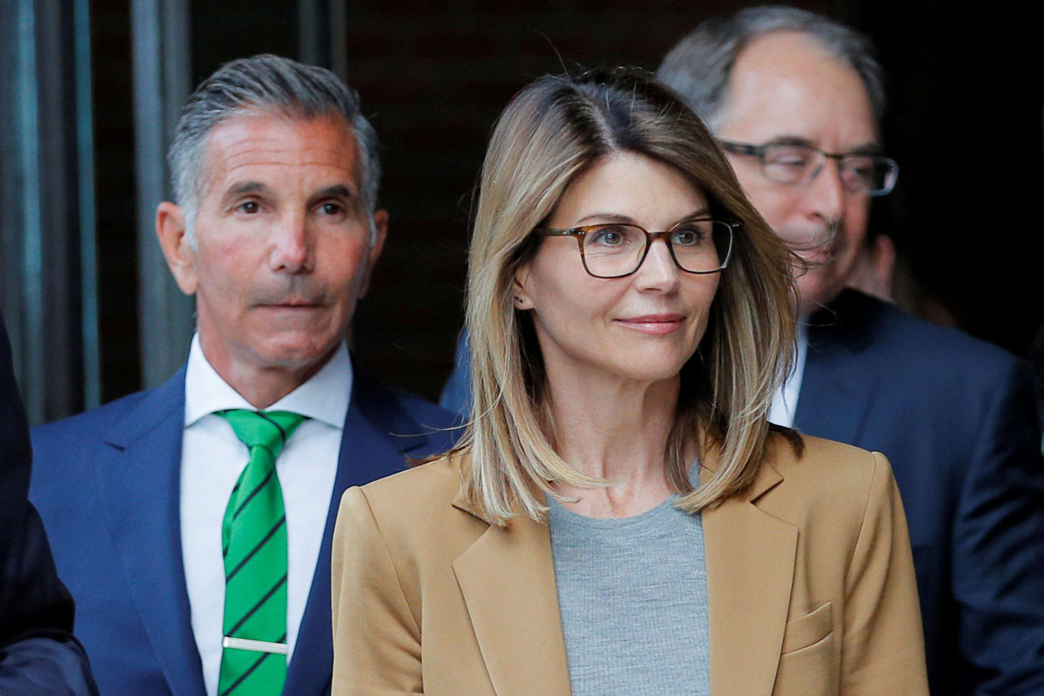 """""""lori-loughlin-and-mossimo-giannulli-lawyer-says-they-can-serve-their-time-consecutively-talks-special-for-stars-treatment-and-more"""""""