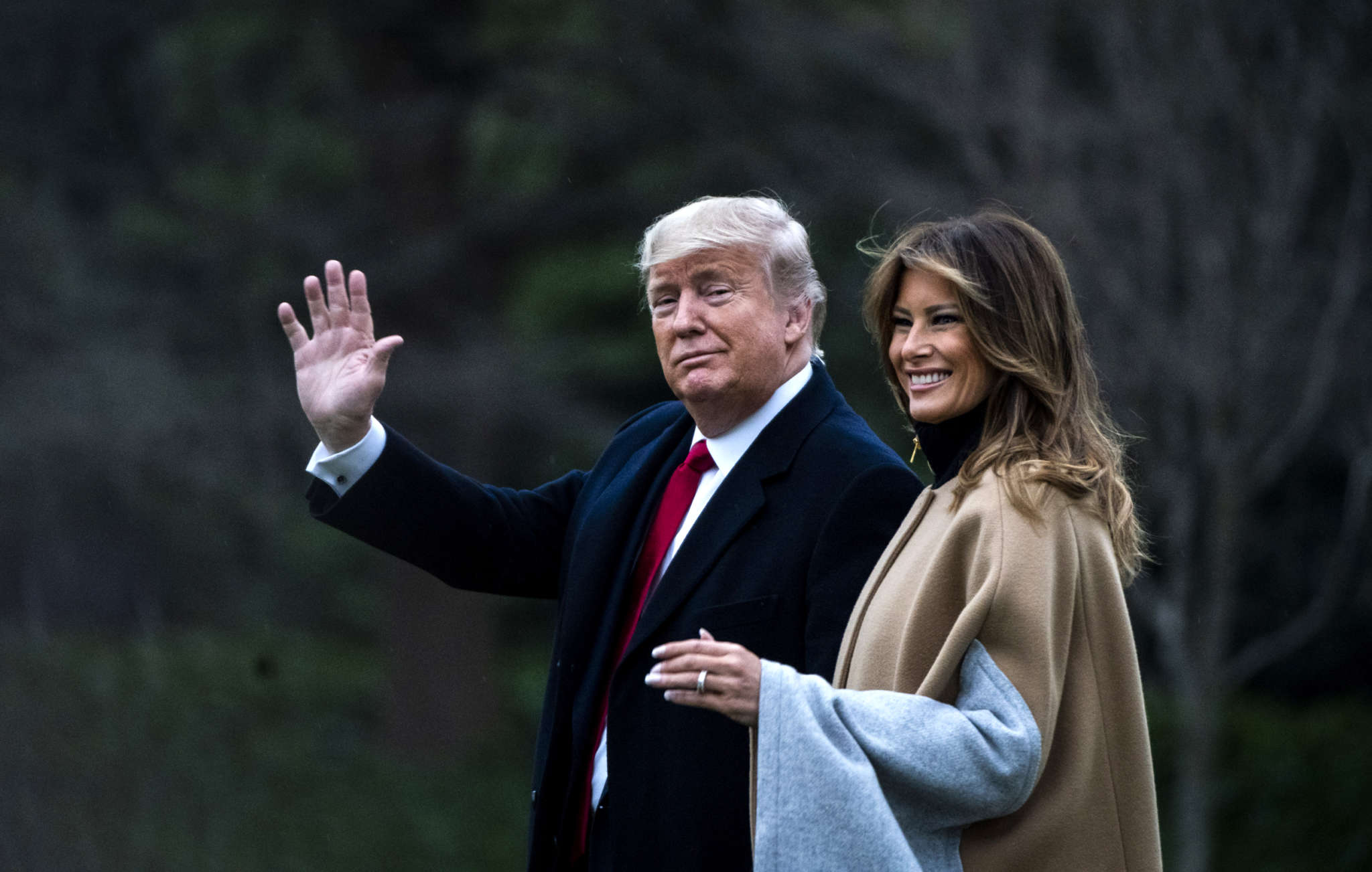 """""""melania-trump-avoids-holding-donald-trumps-hand-multiple-times-in-new-video"""""""