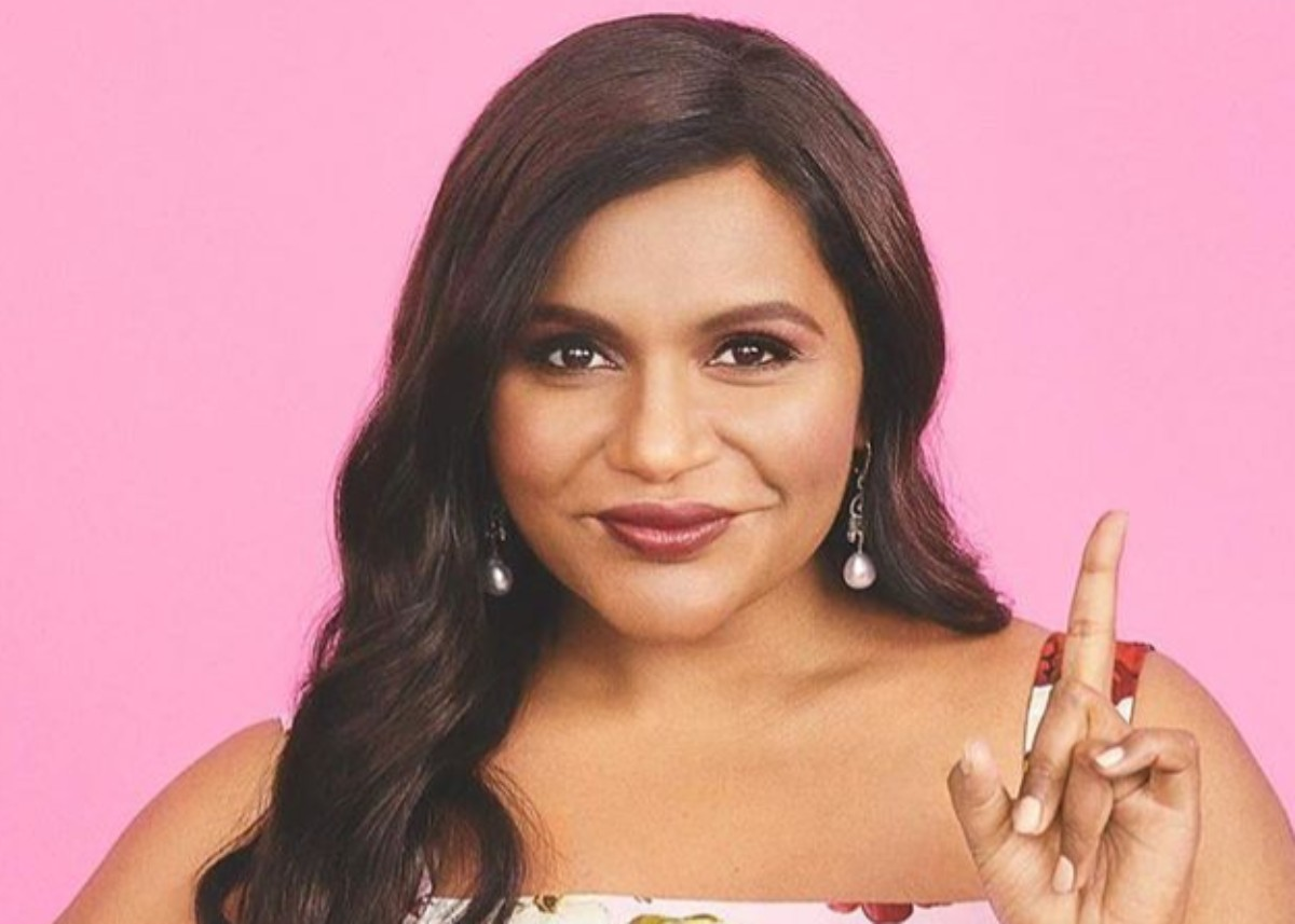 mindy-kaling-is-glowing-in-one-shoulder-diana-dress