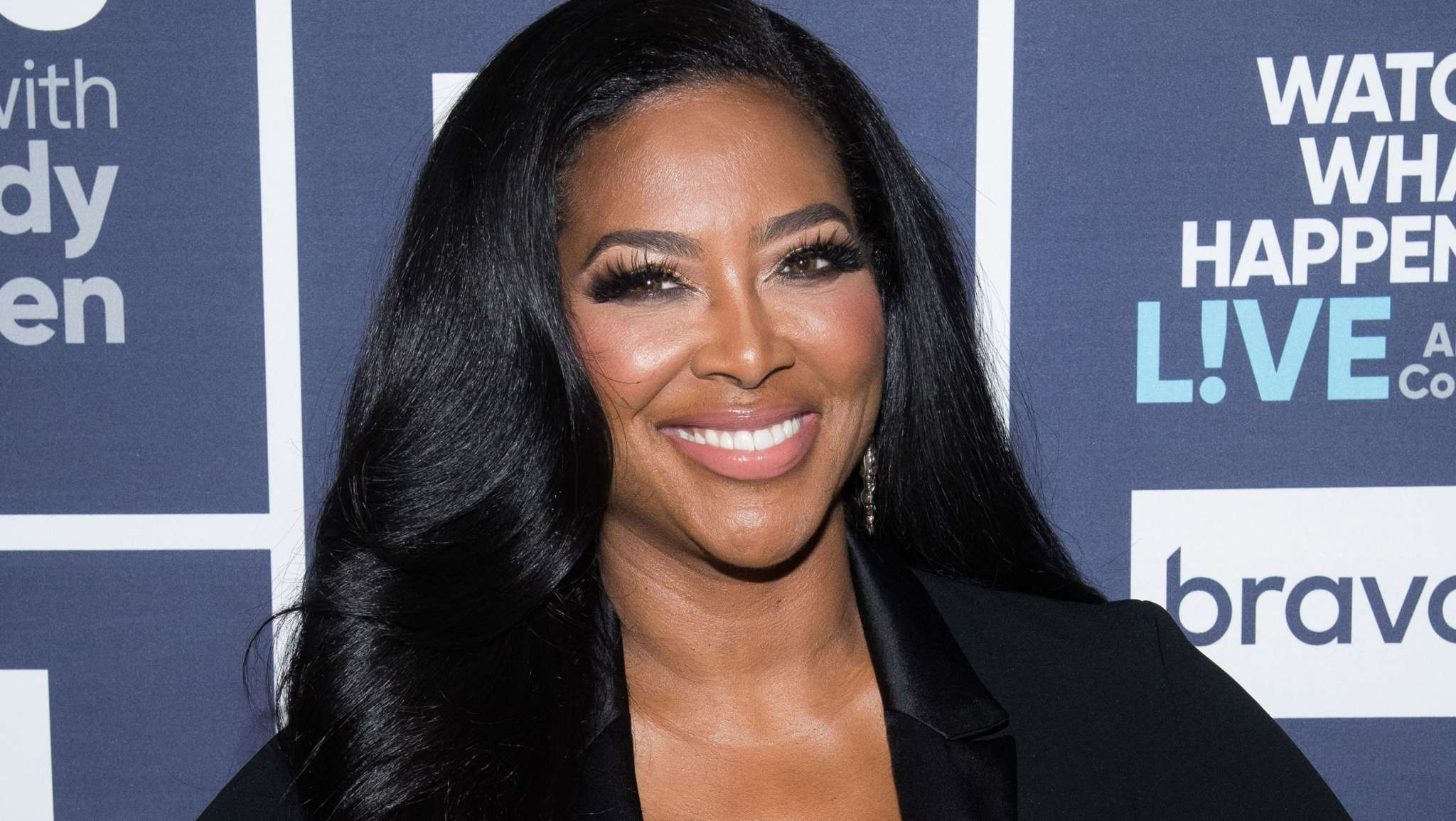 Kenya Moore Shows Off Her Gray Hairs And Fans Call Her The Prettiest Housewife In History
