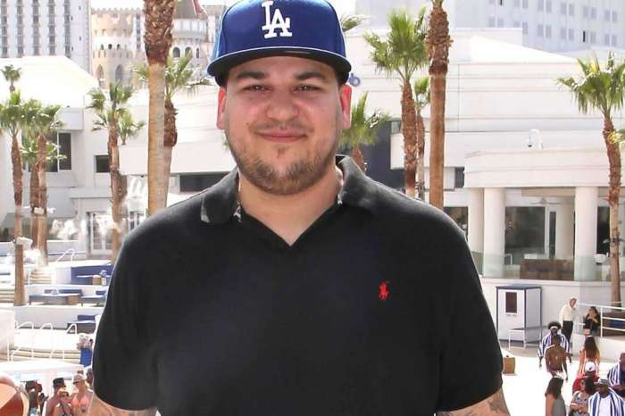 KUWTK: Rob Kardashian Confidently Shows Off His Weight Loss In Shirtless Pic At The Pool!
