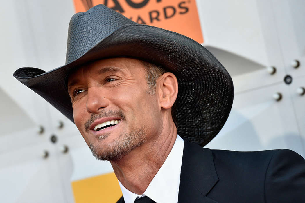 tim-mcgraw-says-he-remembers-the-exact-moment-he-met-his-wife-faith-hill