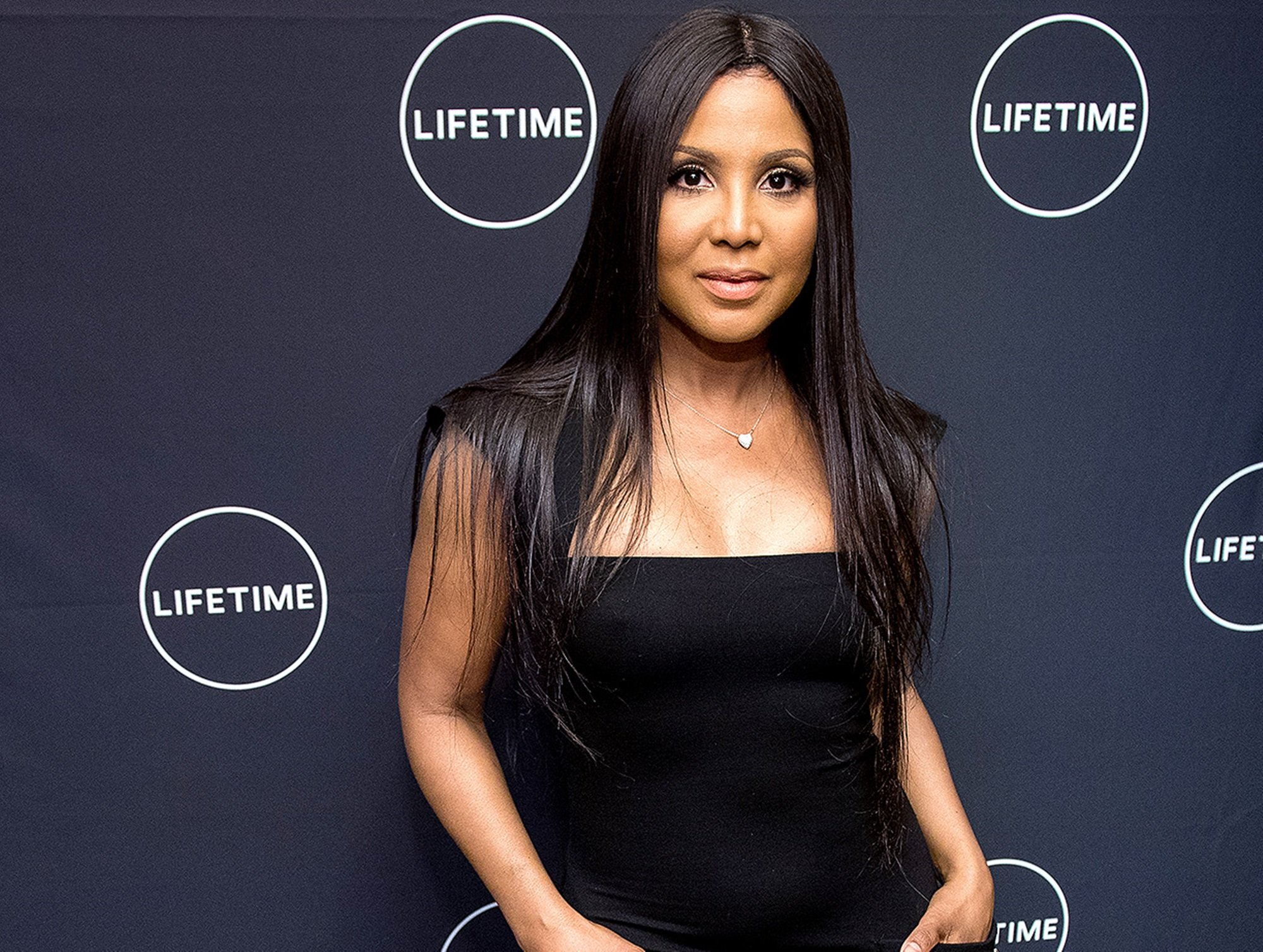 this-video-featuring-toni-braxton-putting-a-vibrator-on-her-face-has-people-slamming-her