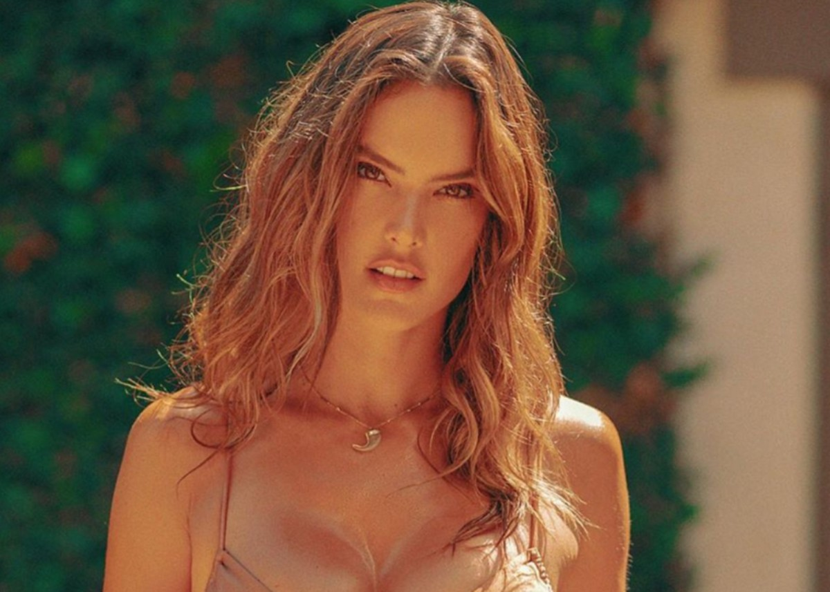 alessandra-ambrosio-showcases-her-curves-in-gal-floripa-two-piece-bathing-suit