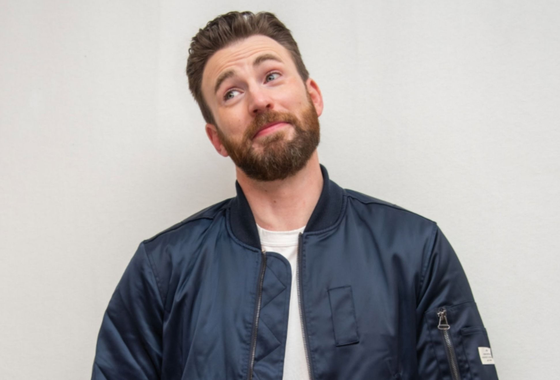 """""""chris-evans-breaks-his-silence-on-that-private-pic-he-leaked-by-accident-uses-the-incident-in-the-best-way"""""""