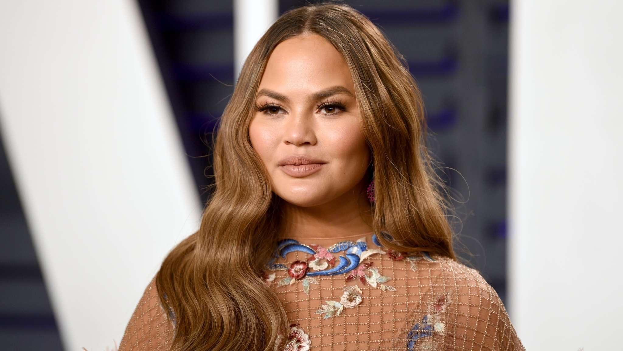 """""""chrissy-teigen-forced-to-be-on-complete-and-total-bed-rest-amid-high-risk-pregnancy-details"""""""