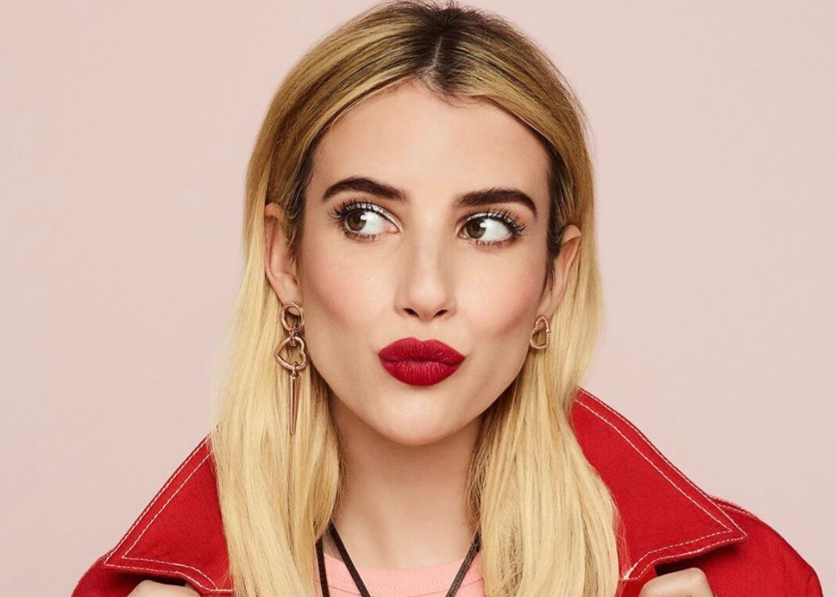 emma-roberts-makes-baby-announcement-in-sleeper-dress