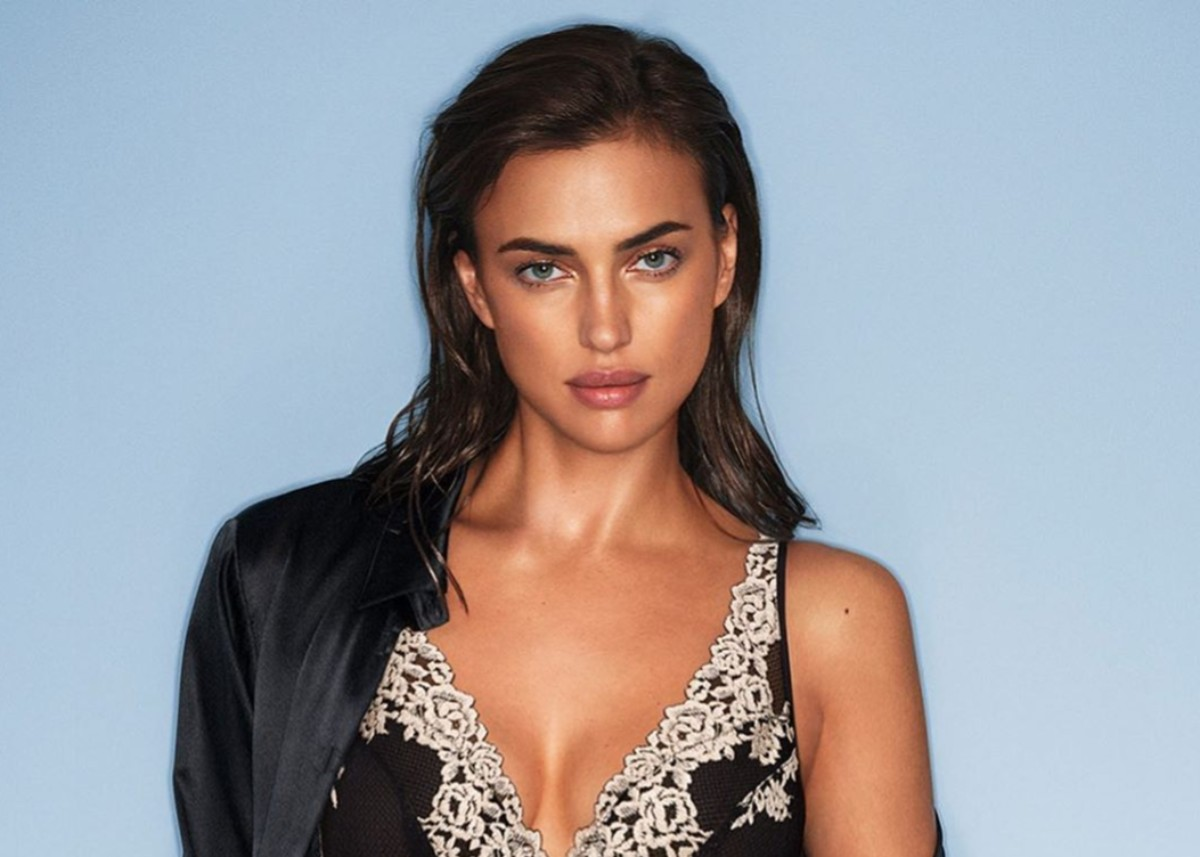 """irina-shayk-is-sensational-in-tattooed-dress-as-she-walks-daughter-lea-see-the-photo"""