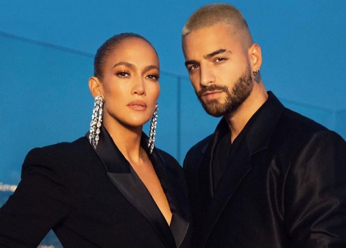 jennifer-lopez-dazzles-in-crystal-blazer-without-pants-see-the-look