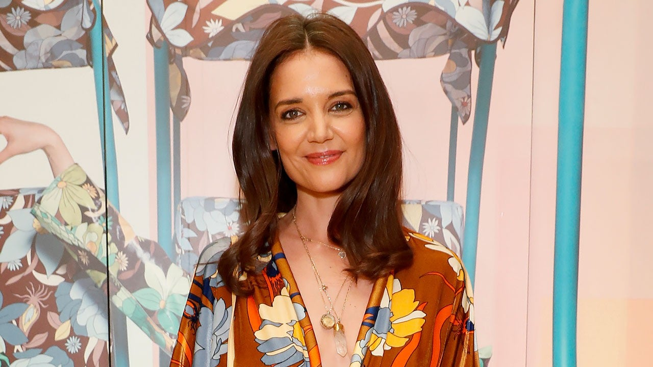 katie-holmes-and-new-bf-emilio-vitolo-spotted-packing-the-pda-at-restaurant