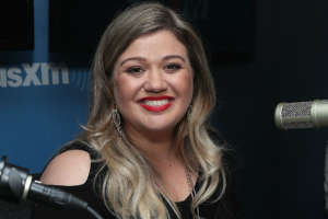 Kelly Clarkson Says She Won't Discuss Her Kids Because She's A 'Mama Bear' And Her 'Kids Come First'