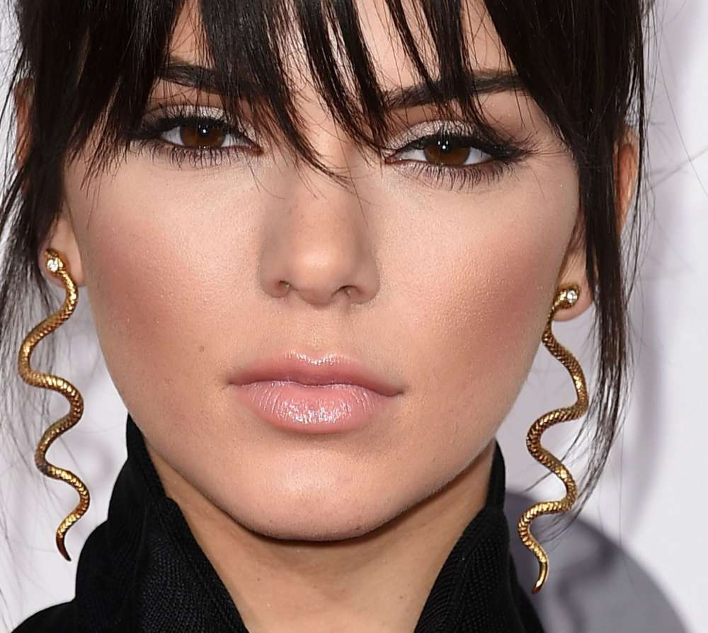 """kendall-jenner-admits-that-shes-a-stoner-on-new-podcast-appearance"""