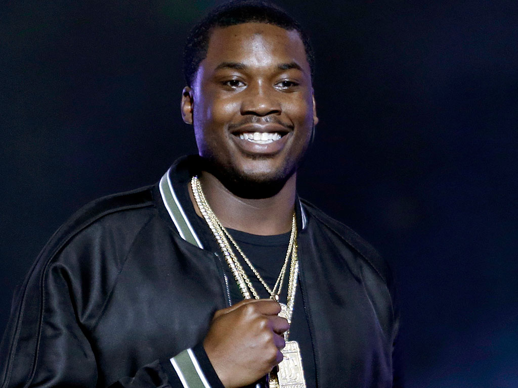 meek-mill-comments-on-lori-loughlins-right-to-choose-prison-institution