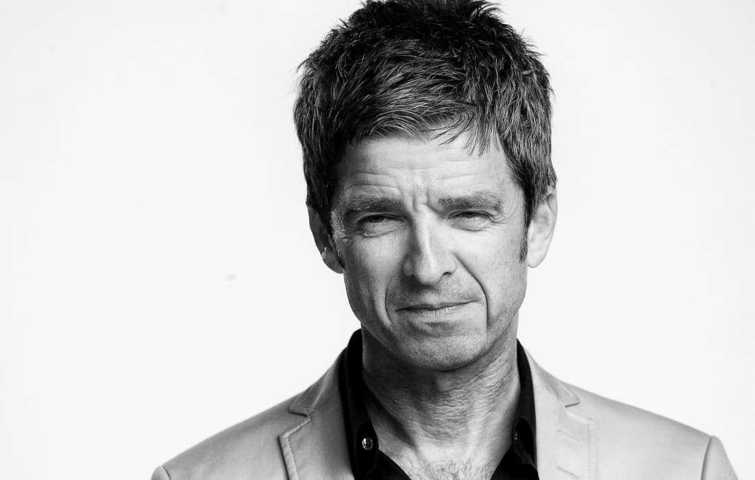 """noel-gallagher-says-mask-laws-are-violating-his-rights-he-took-a-private-jet-to-avoid-wearing-a-mask-and-other-covid-19-restrictions"""